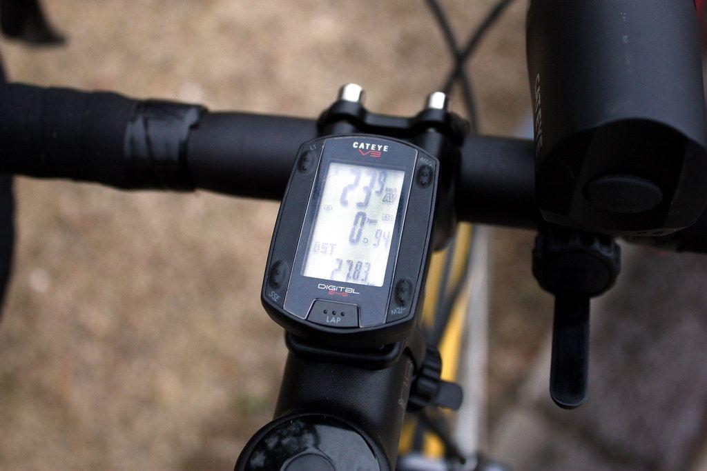 Liczniki rowerowe bezprzewodowe – czy obecność kabla jest istotna?
