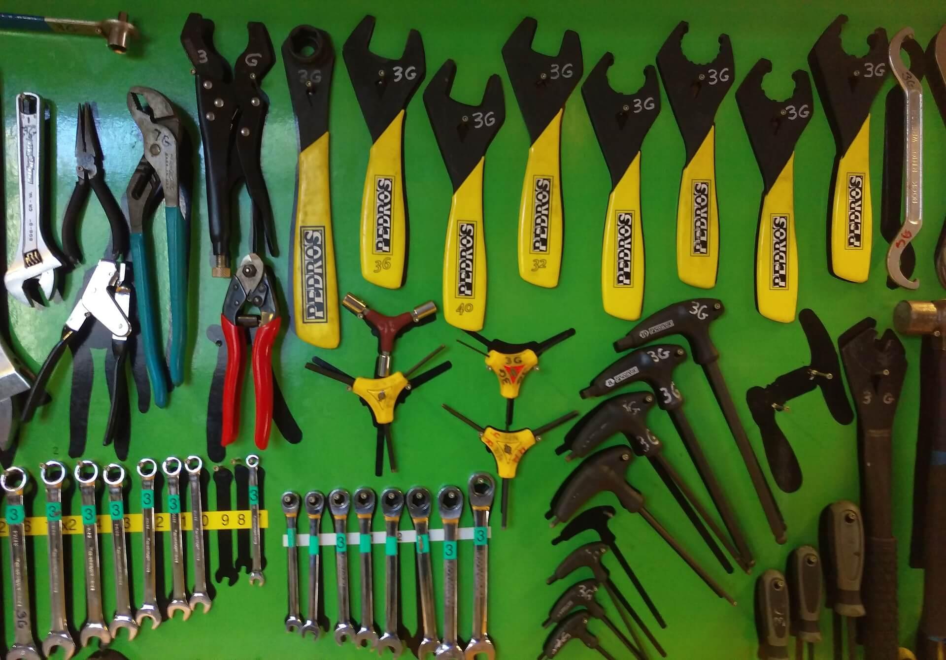 Niezbędnik rowerzysty - jakie narzędzia warto posiadać?