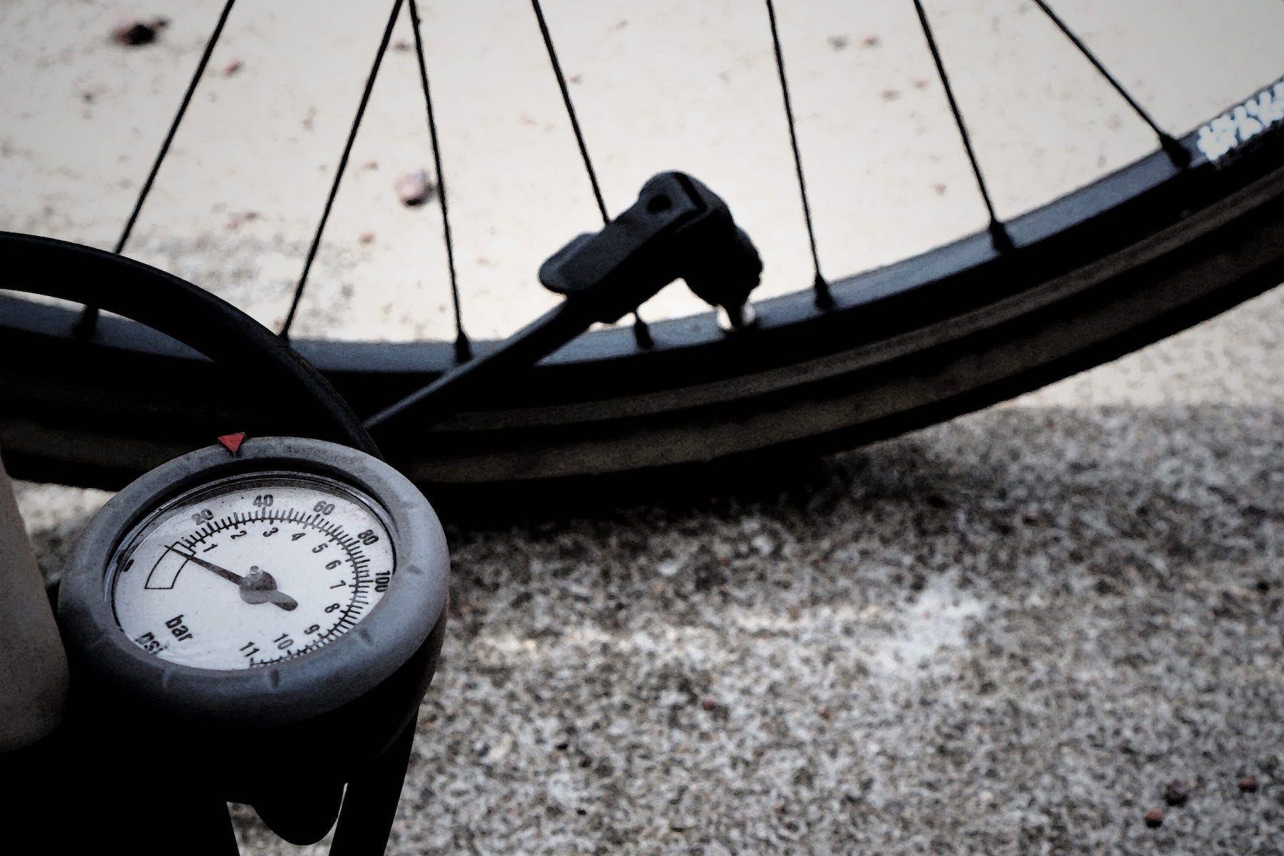 Niezawodne pompki rowerowe, które warto mieć w trasie