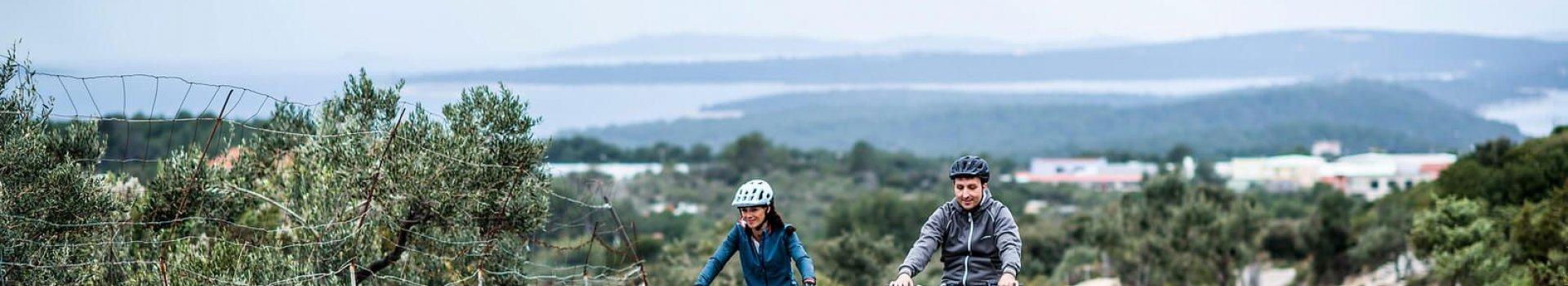 Kurtki rowerowe na każdą pogodę i kieszeń