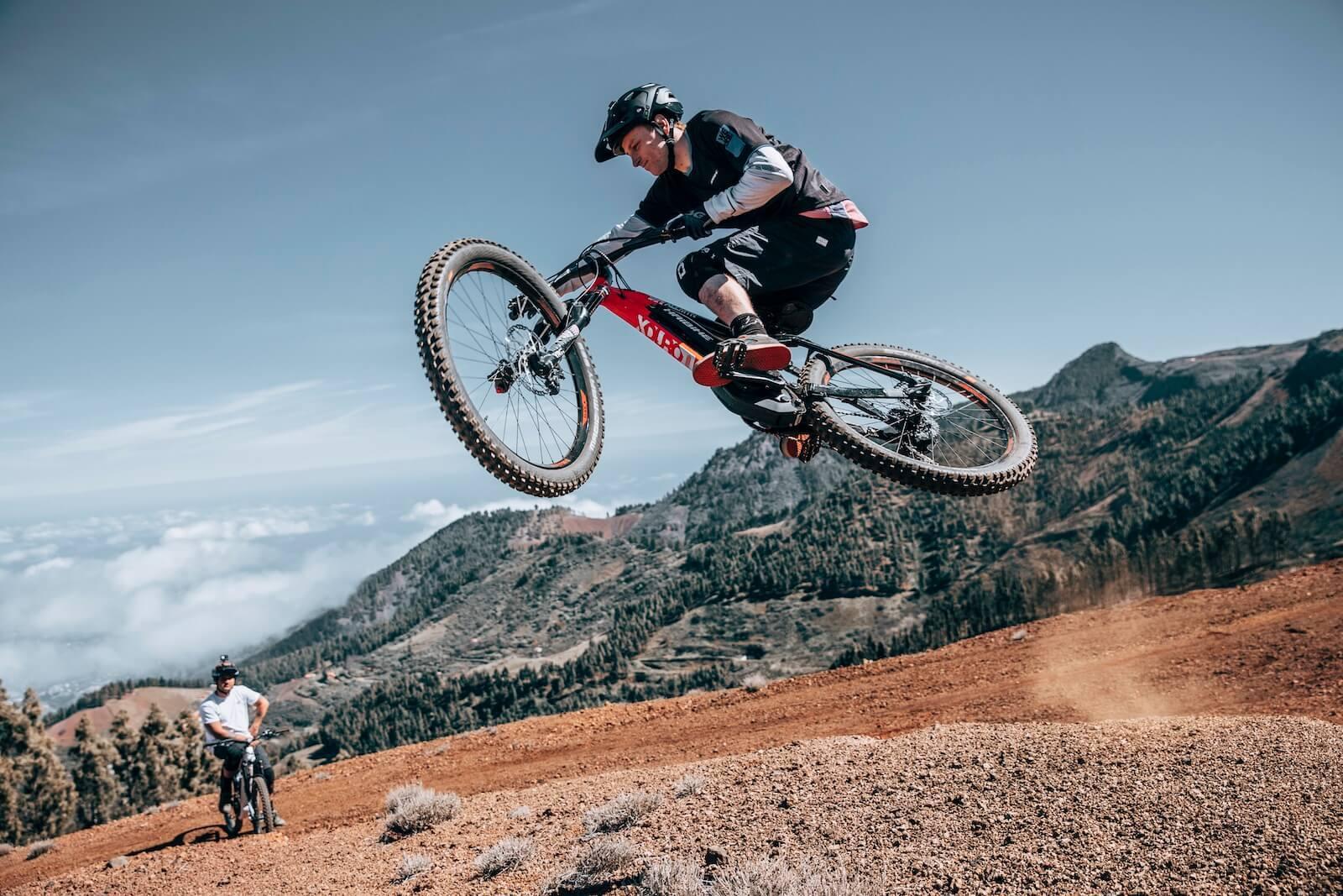 Rower elektryczny górski – czy wytrzyma ekstremalne warunki?