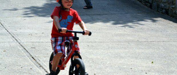 Pierwszy rowerek biegowy – o czym powinieneś pamiętać?