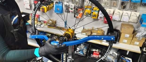 Z życia serwisanta 1: Centrowanie kół rowerowych