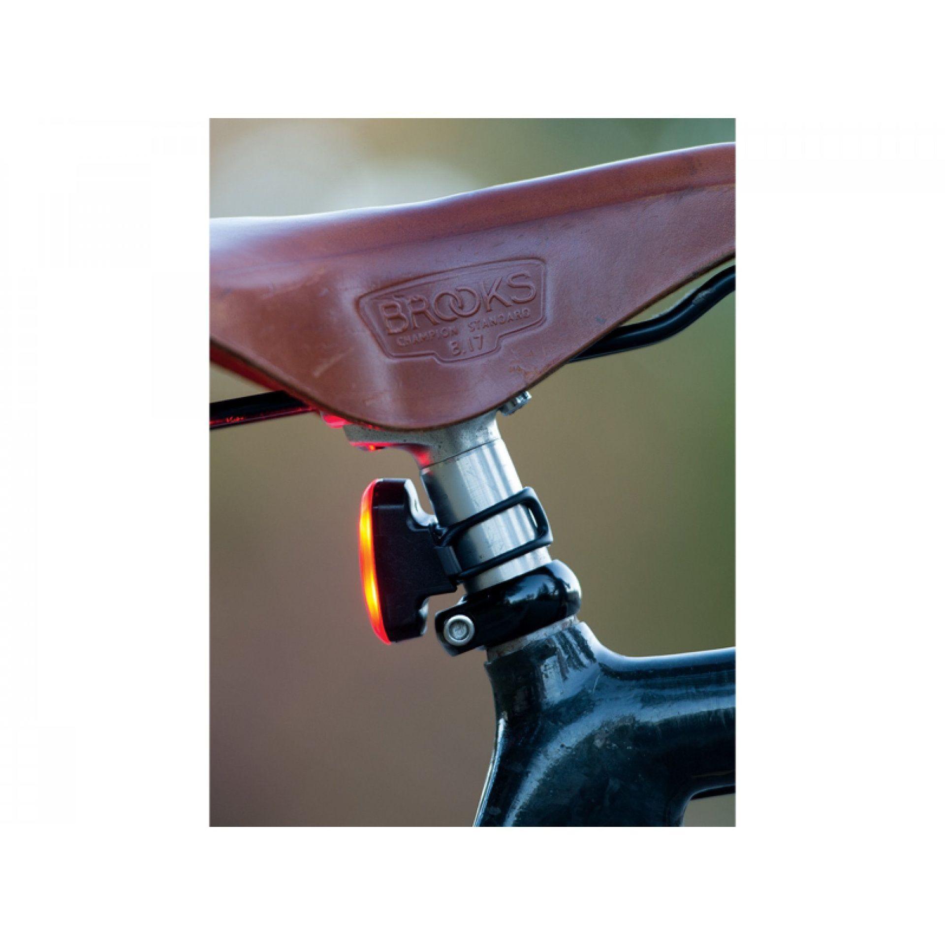 LAMPKA ROWEROWA TYLNA BLACKBURN CLICK USB CZARNY 2