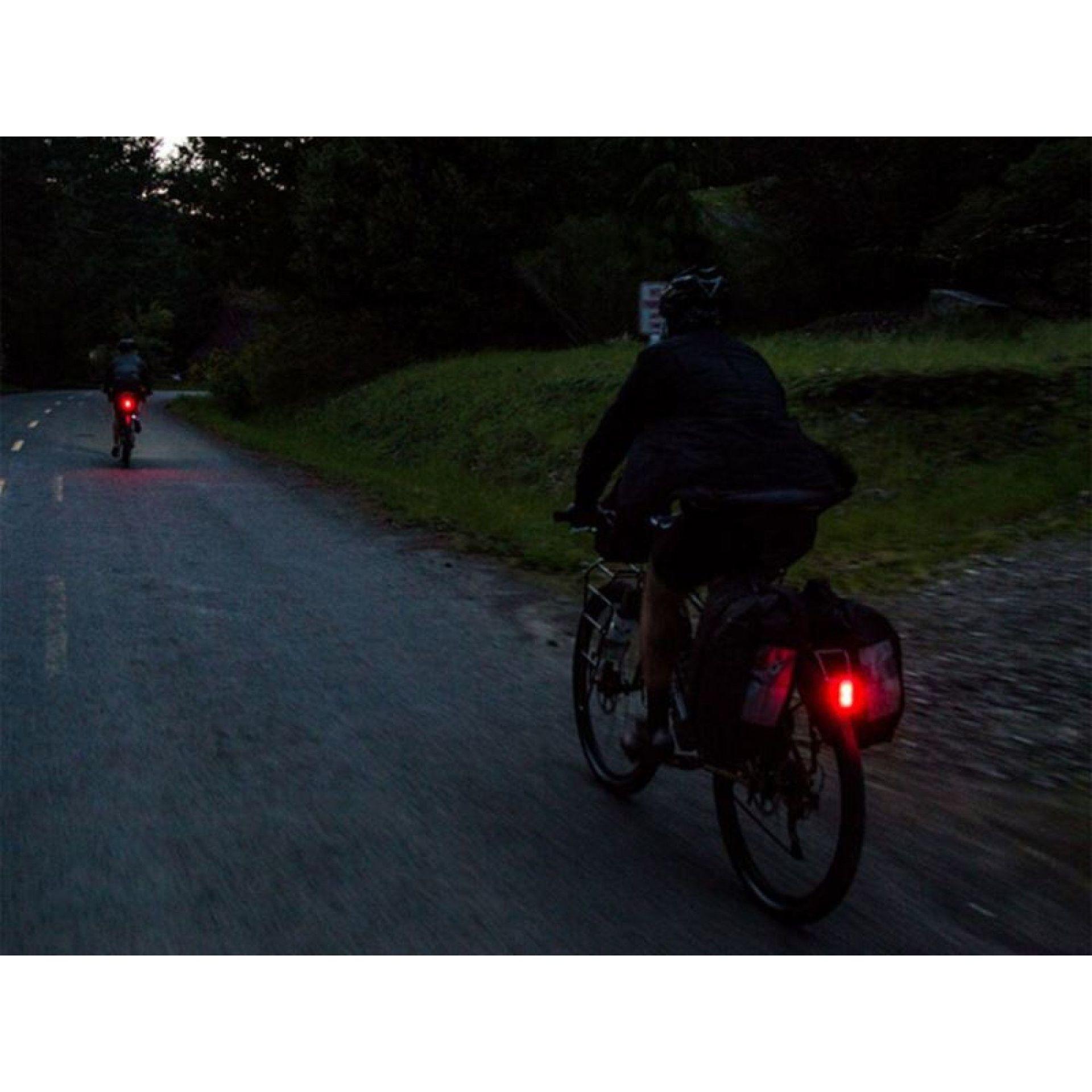 LAMPKA ROWEROWA TYLNA BLACKBURN LOCAL REAR 15 CZARNY 3